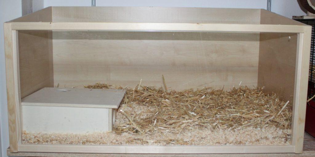 Mehrkammerhaus und nochmals Schicht aus Stroh